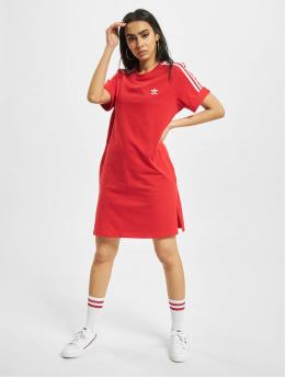 adidas Originals Sukienki T-Shirt czerwony