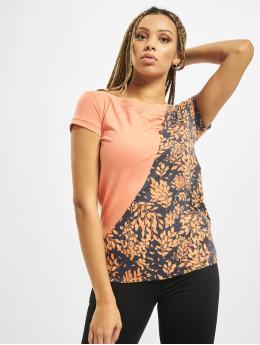 Alife & Kickin T-shirts Zoe  orange