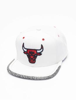 Mitchell & Ness Casquette Snapback & Strapback Day 3 Chicago Bulls blanc