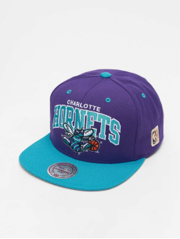 Mitchell & Ness Snapback Caps Charlotte Hornets HWC Team Arch fialový