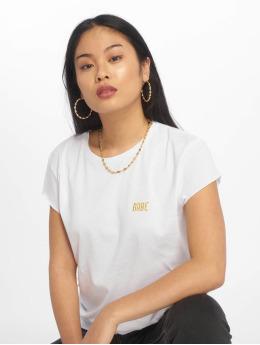 NA-KD T-Shirt Babe Basic blanc