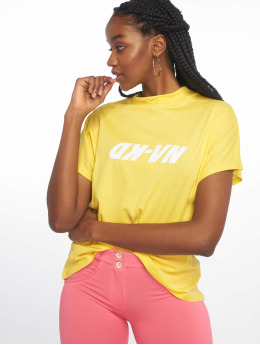 NA-KD T-Shirt High Neck jaune