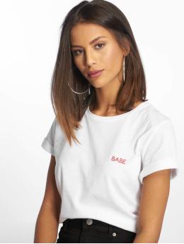 NA-KD T-shirt Babe Chest vit