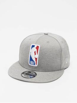 New Era Casquette Snapback & Strapback Shadow Tech 9Fifty NBA G League Logo gris
