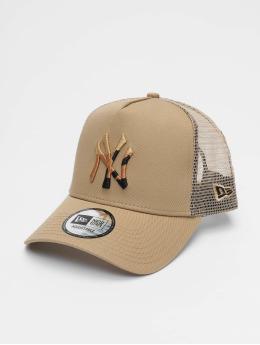 18e5323a4b1 New Era Casquette Trucker mesh MLB New York Yankees Camo Infill 9forty  A-Frame beige