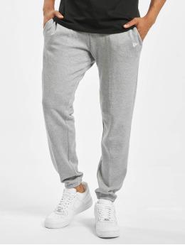 New Era Joggingbyxor Essential grå