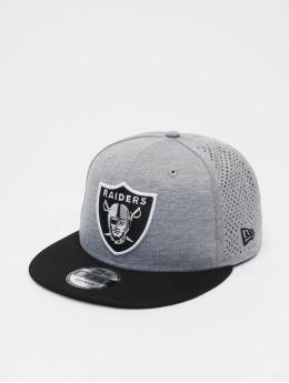 New Era Snapback Caps NFL Oakland Raiders Shadow Tech 9fifty  šedá