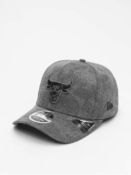 New Era Snapback Caps NBA Chicago Bulls Engineered Plus 9Fifty šedá