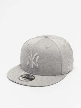 New Era Snapback Caps MLB NY Yankees Shadow Tech 9Fifty szary