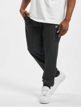 New Era Spodnie do joggingu Rain Camo czarny