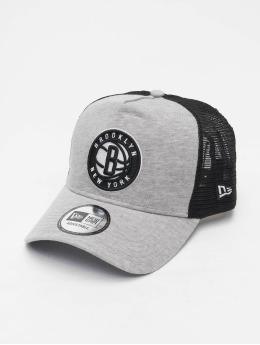 New Era Trucker NBA Brooklyn Nets Essential  šedá
