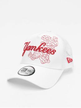 New Era Trucker Caps MLB New York Yankees Tech Fabric Licensed Trucker bílý