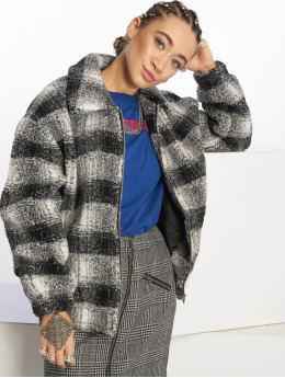 New Look Frauen Übergangsjacke Reily Check Teddy in schwarz