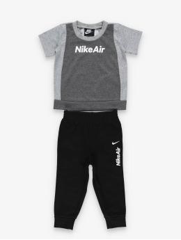 Nike Anzug Air SS Tee & Jogger schwarz