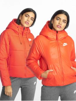 Nike Kurtki pikowane Sportswear czerwony