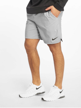 Nike Performance Shorts Flex grau