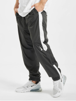 Nike SB Jogging Shield Swoosh noir