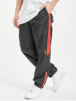 Nike SB Jogginghose SB Shield Swoosh schwarz
