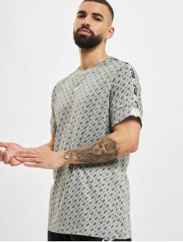 Nike T-paidat Repeat harmaa