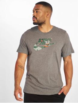 Nike T-Shirt Sportswear Camo 1 grau