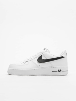 biggest discount ae9eb 3e1ad Air Max Command Leather musta. Nike Tennarit Air Force 1  07 3 valkoinen