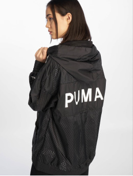 Puma Frauen Übergangsjacke Chase Woven in schwarz