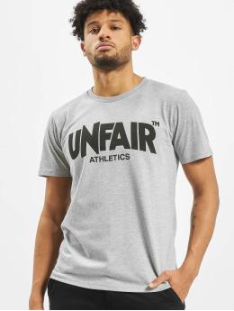 UNFAIR ATHLETICS Camiseta Classic Label  gris