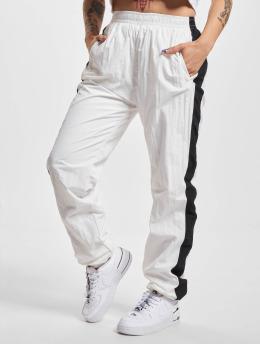 Urban Classics Jogginghose Striped Crinkle weiß