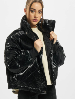Urban Classics Kurtki zimowe Ladies Vanish Oversized Diamond Quilt czarny