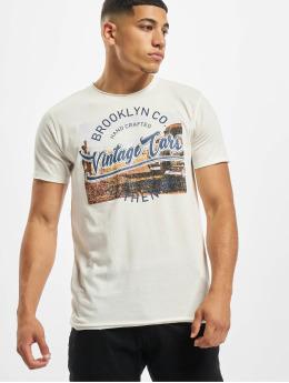 Urban Surface T-skjorter Haka hvit