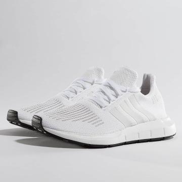 adidas Сникеры Swift Run белый