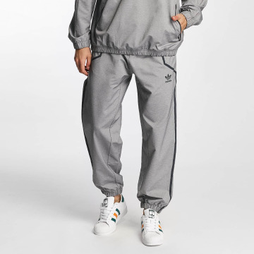 adidas Joggingbyxor Taped Wind grå