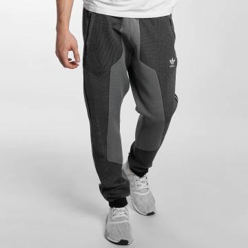 adidas originals Jogginghose PLGN grau