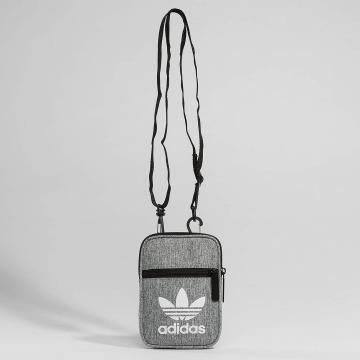adidas originals Laukut ja treenikassit Festival Casual harmaa