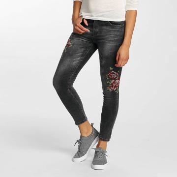Hailys Skinny Jeans Sari Roses czarny