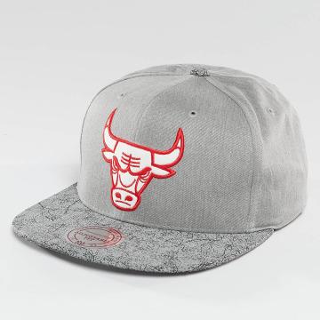Mitchell & Ness Snapback Cap NBA Cracked Chicago Bulls grau
