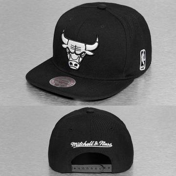 Mitchell & Ness Snapback Cap Black & White Chicago Bulls schwarz