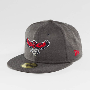 New Era Casquette Fitted NBA Atlanta Hawks gris