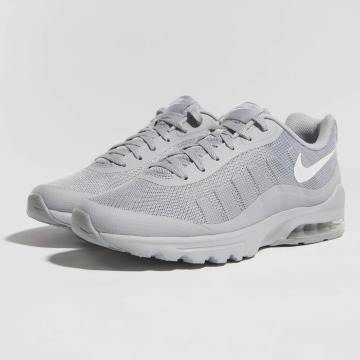Nike Baskets Air Max Invigor gris