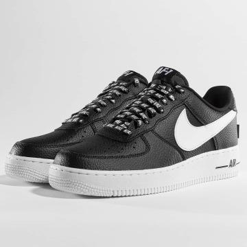 Nike Baskets Nike Air Force 1 07' LV8 noir