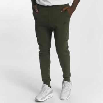 Nike Jogginghose Sportswear Tech grün