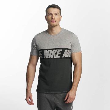 Nike T-Shirt AV15 Black Repeat schwarz