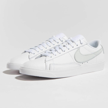 Nike Tennarit Blazer Low Le Basketball valkoinen