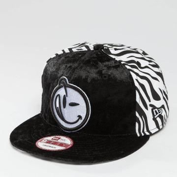 Yums Snapback Cap New Era Wildlife black