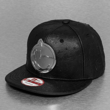 Yums snapback cap Leather Metal Face zwart