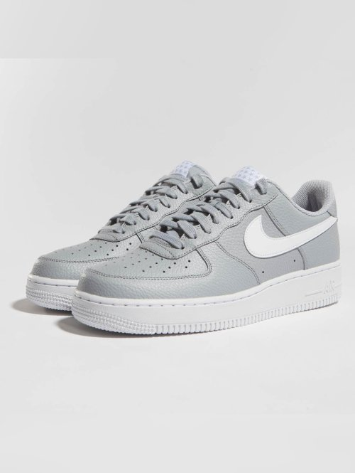 Nike Sneaker Air Force 1 '07 grau
