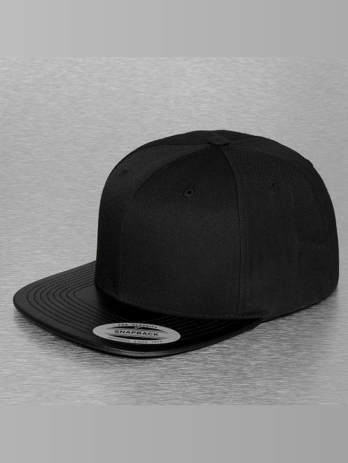 Flexfit Snapback Cap Leather schwarz