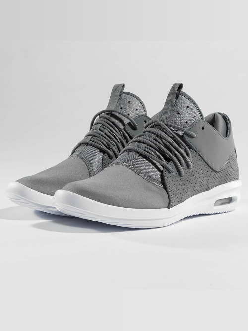 Jordan Sneaker Air First Class grau