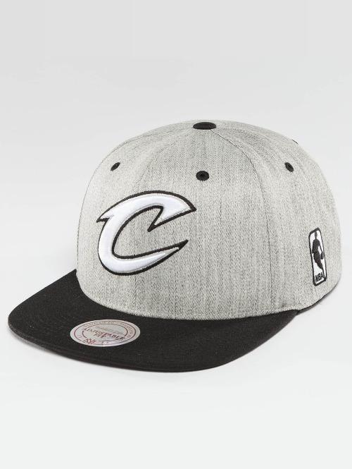 Mitchell & Ness Casquette Snapback & Strapback NBA 3-Tone Logo Cleveland Cavaliers gris