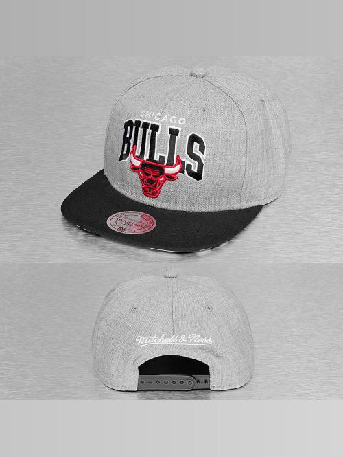Mitchell & Ness Snapback Cap Black USA Chicago Bulls grau